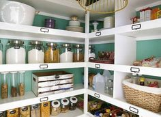 If you're still relying on flimsy wire racks in your pantry, take a cue from The Handmade Home and m... - thehandmadehome.net