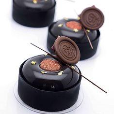 Inspired by . Zumbo's Just Desserts, Fancy Desserts, Köstliche Desserts, Plated Desserts, Chocolate Desserts, Delicious Desserts, Dessert Recipes, Patisserie Design, Patisserie Fine