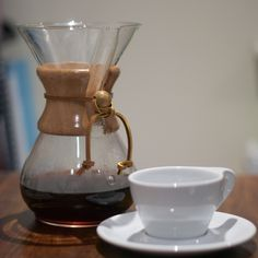 Hot or cold, temperature won't stop many from obtaining their caffeine fix. Depending on the weather and personal preferences, coffee drinkers at home can brew coffee by one of two ways: hot brew o…