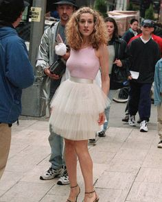 Carrie Bradshaw iconic Halloween costume 90s Costume, Movie Halloween Costumes, Easy Costumes, Costume Dress, Maleficent Costume, Halloween Ideas, Easy Movie Character Costumes, Vintage Halloween, Halloween Party