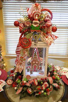 Gingerbread Christmas Decor, Diy Christmas Decorations Easy, Christmas Lanterns, Xmas Wreaths, Christmas Tablescapes, Christmas Tree Themes, Christmas Centerpieces, Christmas Ideas, Gingerbread Crafts