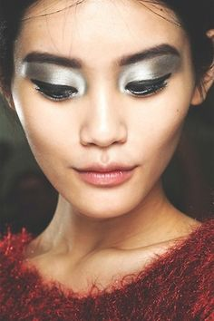 Futuristic Style meets traditional Geisha Makeup: Chanel SIlver eyes, nude lip #makeup