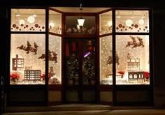 Holiday Window Display Ideas and Inspiration #holidaywindowdisplay