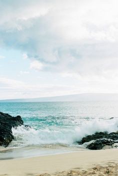 waves on the sand | travel destinations in hawaii + seascapes #wanderlust