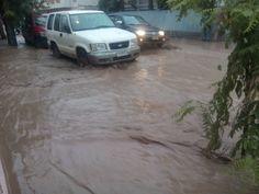 Copiapo esta lluviendo y el rio revalso
