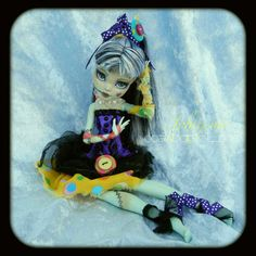 OOAK doll art - Monster High Frankie custom repaint IPHIGENIE modèle unique