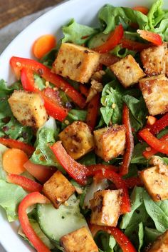 Crunchy Asian Salad With Baked Tofu & Garlic Soy Maple Dressing. Marinated and Baked Tofu over Crunchy Greens, peppers and carrots Vegan Mexican Recipes, Tofu Recipes, Whole Food Recipes, Vegetarian Recipes, Cooking Recipes, Healthy Recipes, Healthy Pizza, Tofu Salad, Carrot Salad
