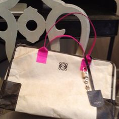Such cute Loewe paper  amazona bag 4 tng's show.it is in limited edition