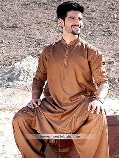 Embroidered kurta shalwar suits for men and boys by hsy. Pakistani salwar kameez suppliers, wholesale kurta shalwar online and shalwar kameez suits by hsy outlets in uk Arab Men Fashion, Mens Fashion Suits, Mens Suits, Pathani Suit Men, Pathani Kurta, Gents Kurta Design, Boys Kurta Design, Kurta Pajama Men, Kurta Men