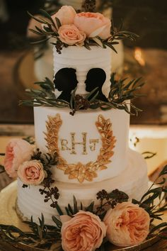 Vintage style wedding cake with silhouettes; photography by Joel + Justyna Bedford; Twin Oaks Garden Estate wedding California;