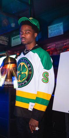 Roddy Ricch in green. Photo by Chris Montane. Rapper Wallpaper Iphone, Rap Wallpaper, Future Wallpaper, Fine Boys, Fine Men, Trap, Hip Hop, Rap Album Covers, Rap Albums