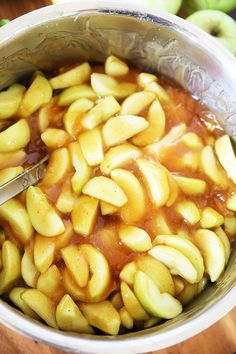 How to make homemade apple pie filling! Recipe, tutorial instructions, and free printable label.