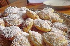 Zutaten 3 Ei (e) 150 g Zucker 1 EL. Vanillezucker 1 Prise Salz 150 g Mehl 4 . Dutch Pancakes, Pancakes And Waffles, Mini Desserts, Blog Vegan, Omelette, Chocolate Crepes, Poppy Seed Cake, Easy Cake Decorating, Dutch Recipes