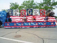 Veteran heroes parade float create unique of july patriotic parade floats like this one with the best parade float supplies online. Christmas Float Ideas, Christmas Parade Floats, Homecoming Floats, Homecoming Parade, 4th Of July Parade, Fourth Of July, Parade Float Supplies, Boat Parade, Tips Fitness