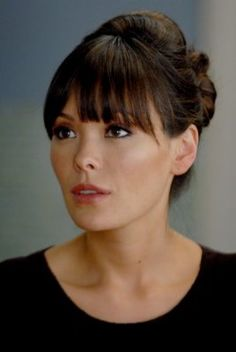 "this lil lady inspired my current choice of bangs, or ""fringe"" if you will. Lindsay Price from the former Lipstick Jungle. (gotta love those saturday morning re-runs on cosmo! :)"