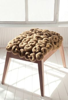 Gorgeous knitted chain link bench