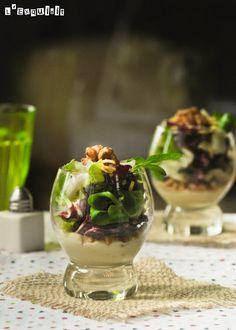 Lechugas sobre salsa templada de gorgonzola y nueces
