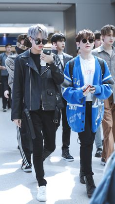 These boys is going to be the death of me! I Love My Parents, My Love, Cho Chang, Look At The Moon, Chinese Man, Percents, Asian Boys, Tumblr Posts, Idole