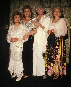 The Golden Girls ;) Sophia looks so glamorous! (As do the rest of them! Betty White, I Love Girls, These Girls, Girls 4, Golden Girls Quotes, The Golden Girls, Estelle Getty, La Girl, Queen