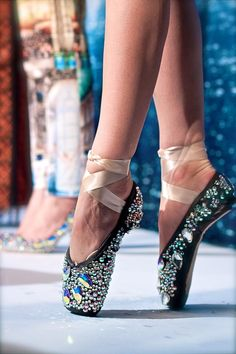 I wish I had had these beautiful so me ballet shoes back in the day!!!! #ballet #motivation #pointe #flexibility #strength