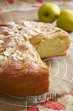 torta di mele e scaglie di mandorle