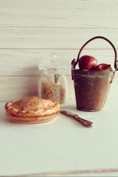 Apple pie made by Kim Saulter. Dollhouse miniatures: