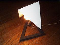 照明スタンド。もう一点ある照明器具にアームを付けたものでこちらは意匠登録をしました。2005年頃の制作品です。 (C)FQ DESIGN/OKUDA