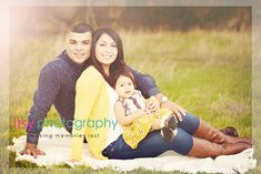 family of three outdoor field photography family photos posing ideas yellow colors Cute Family Photos, Family Of 3, Fall Family Pictures, Family Picture Poses, Family Picture Outfits, Family Photo Sessions, Baby Family, Family Posing, Baby Pictures