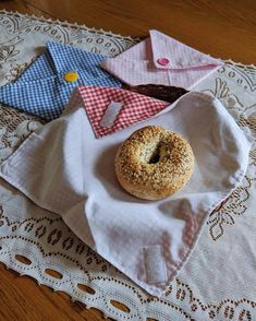 Lunch Wraps, Bagel, Stitching, Sandwiches, Cookies, Instagram, Costura, Crack Crackers, Biscuits