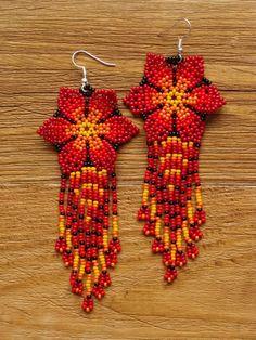 Beaded Flowers Patterns, Beaded Earrings Patterns, Beading Patterns, Fabric Earrings, Beaded Crafts, Bead Embroidery Jewelry, Earring Tutorial, Bead Jewellery, Diy Jewelry Making