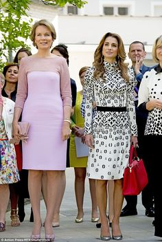 mei 2016 Queen Mathilde, Queen Rania at the Technical institute of the Holy Family in Bruges during the Jordanian State visit to Belgium