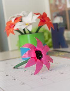 Springtime Duck Tape pen--for Kim Duct Tape Projects, Washi Tape Crafts, Duck Tape Crafts, Craft Projects, Paper Crafts, Craft Ideas, Sewing Projects, Duct Tape Pens, Duct Tape Flowers