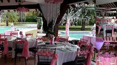 Como sabemos los centros de mesa son elementos decorativos que van sobre la mesa, pero si queremos hacer algo diferente podemos suspender los centros del techo como lo muestro aquí, son ideales tanto para bodas o quince años, #FioriBellaColombia, #CentrosdeMesaQuince #DecoracionesCali #EventosCali