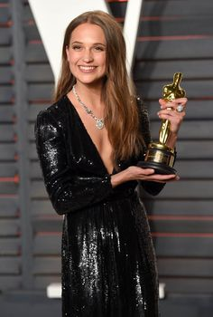 Alicia Vikander wins Best Supporting Actress and shares a kiss with Michael Fassbender at the 2016 Academy Awards|Lainey Gossip Entertainment Update