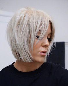 Bob hair cut 2019 - Top Trends Short Bobs Haircuts Look Sexy and Charming! Short Bob Haircuts, Hairstyles Haircuts, Layered Bob Hairstyles, Medium Hair Styles, Short Hair Styles, Great Hair, Hair Today, Short Hair Cuts, Bob Hair Cuts