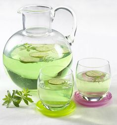 Unser beliebtes Rezept für Waldmeister-Limetten-Bowle und mehr als 55.000 weitere kostenlose Rezepte auf LECKER.de.