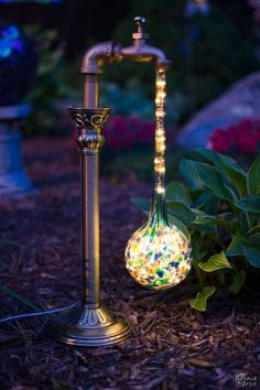 DIY Waterdrop Solar Lights Easy, budget friendly and one of a kind DIY backyard ornaments and landscape lights Upcycled candle sticks Upcycled plant watering globes Step-by-step tutorial for DIY waterdrop solar lights DIY whimsical garden lights Garden Crafts, Garden Projects, Garden Art, Garden Ideas, Diy Projects, Garden Oasis, Backyard Projects, Easy Garden, Art Crafts
