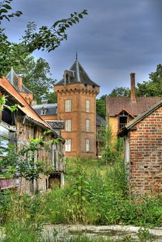 Abandoned castle 1 (hdr) by Geert Reitzema, via Flickr