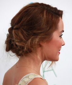 Easy Updo Instructions | Follow these simple step by step updos instructions to get this look!