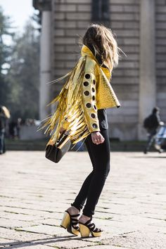 Milan Fashion week FW 2014 gold leather fringe jacket and black skinnies / street style Street Style Trends, Street Style Chic, Looks Street Style, Looks Style, Looks Cool, Style Me, Look Fashion, High Fashion, Womens Fashion