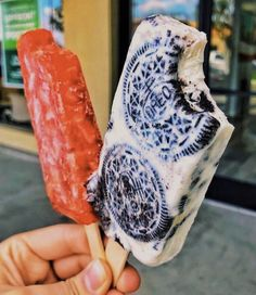 Would you like this delicious 🍪🍭 Oreo Paleta? Tag your ❤️ friends. Think Food, I Love Food, Good Food, Yummy Food, Tasty, Kreative Desserts, Cookies Branding, Oreo, Milk Shakes