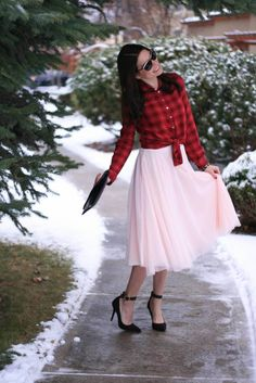 Chic of the Week: Sarah's Twirly Tulle Red Fashion, Skirt Fashion, Winter Fashion, Pink Tulle Skirt, Tulle Skirts, Cute Valentines Day Outfits, Modest Outfits, Modest Clothing, Nice Outfits