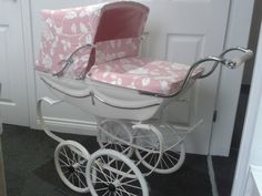 Child-rearing Made Simple With These Tips. This article is filled with plenty of useful information on bringing up a child. Landau Vintage, Vintage Pram, Vintage Toys, Best Baby Prams, Best Prams, Pram Stroller, Baby Strollers, Cheap Prams