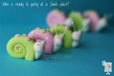 Beautiful clay snails in soft pastel colors of pinks and greens. Polymer Clay Animals, Polymer Clay Dolls, Polymer Clay Projects, Polymer Clay Creations, Clay Crafts, Porcelain Clay, Cold Porcelain, Paper Clay, Clay Art