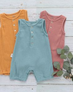 Giving you all the feels with these SUPER-SOFT, Aspen Romper for baby. Perfect for Baby in the Summer! Baby Girl Romper, Baby Dress, Cute Little Baby, Cute Babies, Baby Boy Outfits, Kids Outfits, Baby Sewing Tutorials, Little Boy Fashion, Cute Baby Clothes