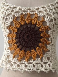 Girasole crochet superiore taglia M 38 & Etsy The post Sunflower crochet top, size M, 38 appeared first on Bikini Photos. Crochet Motifs, Crochet Granny, Knit Crochet, Crochet Patterns, Crochet Summer Tops, Crochet Crop Top, Cotton Crochet, Crochet Simple, Crochet Sunflower