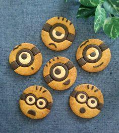 ミニオンのキャラクッキー(._.)φ | *森崎りよのママレシピ* Cookies For Kids, Fancy Cookies, Cute Cookies, Japanese Cookies, Biscuits, Icebox Cookies, Cookie Bakery, Smores Cake, Cute Baking