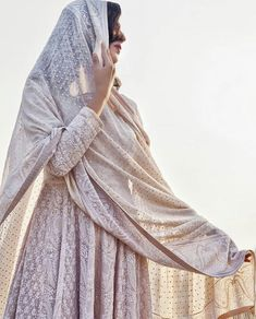 Shared by sidra_seerat. Find images and videos about style, white and wedding on We Heart It - the app to get lost in what you love. India Fashion, Hijab Fashion, Fashion Outfits, Women's Fashion, Indian Attire, Indian Wear, Pakistani Outfits, Indian Outfits, Lehenga