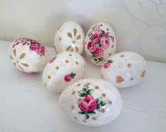 Hand painted Easter eggs with or without Ribbons. This is a set of 5 red white color real chicken eggs approximately the same size, painted colors and decorated with wax. The eggs are decorated using a wax pinhead and is the oldest and most widely used technique. The tradition of painted eggs back to the depths of the Slavic culture.  For more information write to me I look forward to your questions