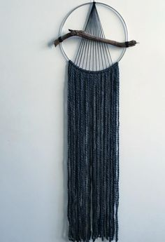 16 Best Ideas for wall hanging macrame diy textiles Diy Macrame Wall Hanging, Macrame Art, Macrame Design, Macrame Projects, Weaving Wall Hanging, Macrame Knots, Hanging Wall Art, Yarn Wall Art, Diy Décoration